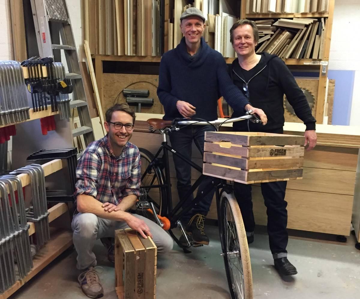 Maak je fiets persoonlijk met een krat van Utrechts sloophout